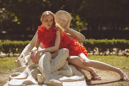 Vestido rojo de MadridManso, sandalia de ZARA, pendientes y anillo de DAUPHIN