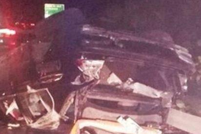¡Terrible!: Un padre se graba en Facebook mientras conduce, se estrella y muere su hijo de 13 años