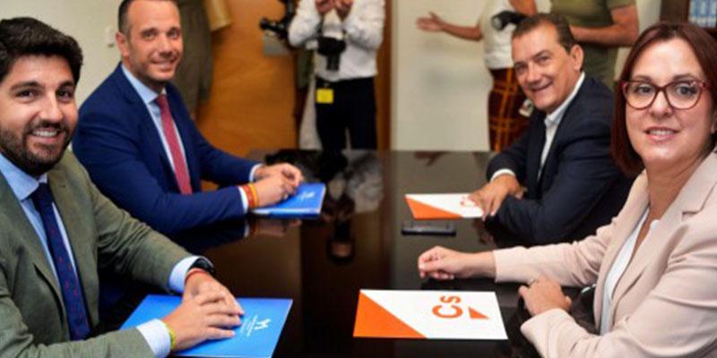 El documento de Vox que PP y Cs aceptado en Murcia que pone nerviosos a las izquierdas: Violencia intrafamiliar y elegir el tipo de educación moral