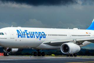 """Un """"fallo técnico"""" en un avión de Air Europa hace saltar la alarma de secuestro y el pánico en el aeropuerto de Schiphol (Amsterdam)"""