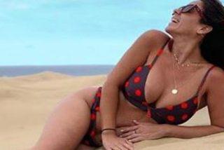 Anabel Pantoja y su topless más caliente en una piscina