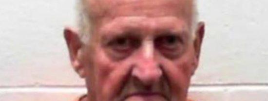 """Este asesino liberado por ser """"demasiado viejo para ser peligroso"""" vuelve a matar a una mujer según pisó la calle"""