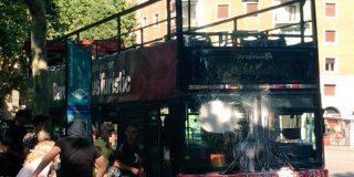 """El ataque de unos energúmenos de 'Batzac-Juventudes Libertarias"""" contra un autobús deja 8 turistas inocentes heridos en Barcelona"""