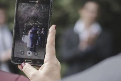 La foto que explica por qué los invitados de una boda no deben hacer fotos con el móvil durante la ceremonia