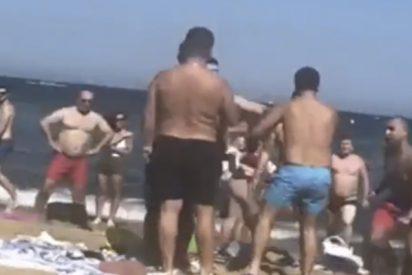 Brutal pelea multitudinaria a plena luz del día en una playa de Barcelona