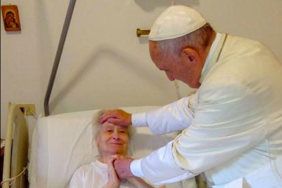El papa Francisco se escapa del Vaticano para visitar a una religiosa enferma