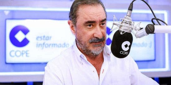 """El extraño regreso de Carlos Herrera con cariñosos consejos a Iglesias: """"Pablo, vota que sí a Sánchez y así tú tienes la llave"""""""