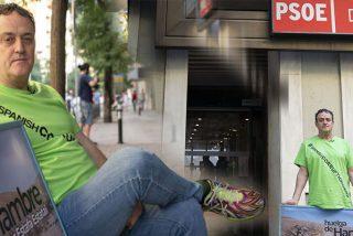 """El actor arruinado César Vea hace una huelga de hambre ante el PSOE: """"Sólo me sacarán en ambulancia"""""""