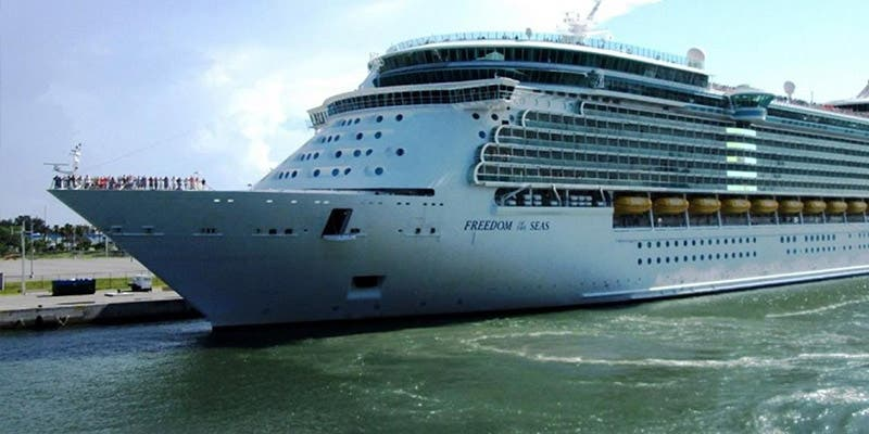 Niña muere en un crucero en Puerto Rico después de escurrirse de los brazos de su abuelo