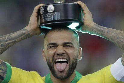 Dani Alves; mejor jugador de la Copa América
