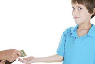 ¿Sabes cuánto dinero darles a tus hijos y cómo debes enseñarles a administrarlo?