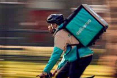 Todavía no ha terminado: Deliveroo recurrirá la sentencia que considera a los 'riders' de la compañía trabajadores y no autónomos