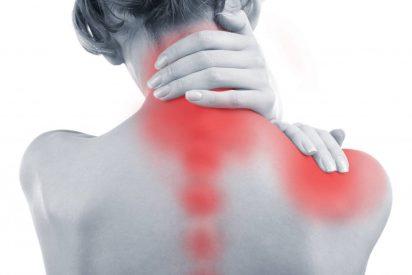 ¿Tienes dolores cervicales? Esta es la mejor postura de yoga para aliviarlos