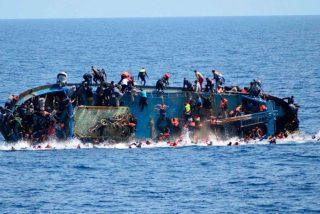 Mueren más de un centenar de migrantes que cruzaban el Mediterráneo en un bote de madera