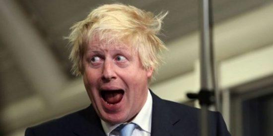 """El friki Johnson llama """"empollón afeminado"""" a David Cameron"""