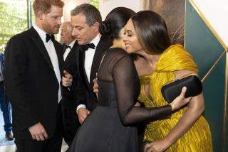 Beyonce casi nos enseña toda la 'selva' en el estreno de 'Rey León'