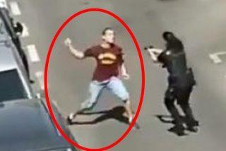 """La joven agente de Policía a la que casi apuñalan se negó a disparar porque temió """"quedarse sin trabajo"""""""