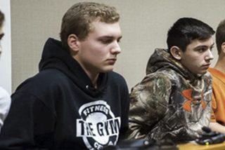 Estos 4 adolescentes que mataron a un hombre lanzando piedras desde el paso elevado de la autopista, serán ahora sentenciados como adultos