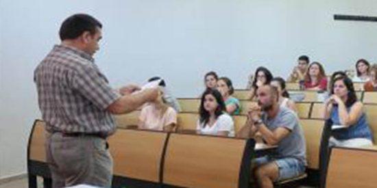Suspenden a una opositora a maestra, pese a tener un 9, porque le vibró el móvil en pleno examen