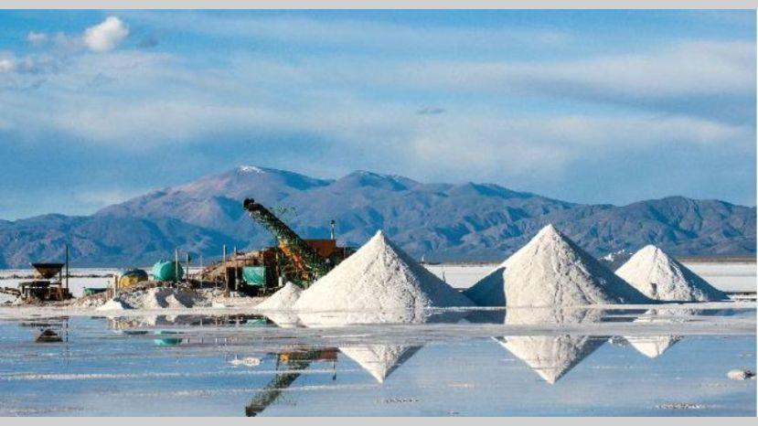¿Qué pasará con el litio en Bolivia tras la salida de Evo Morales?