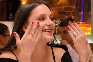 A Catherine le suben los calores en 'First Dates' al hablar de sexo con su cita a ciegas