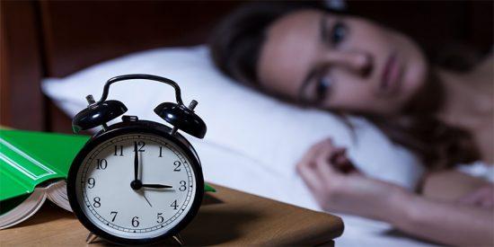 Dormimos menos según nos hacemos mayores, ¿se puede remediar?