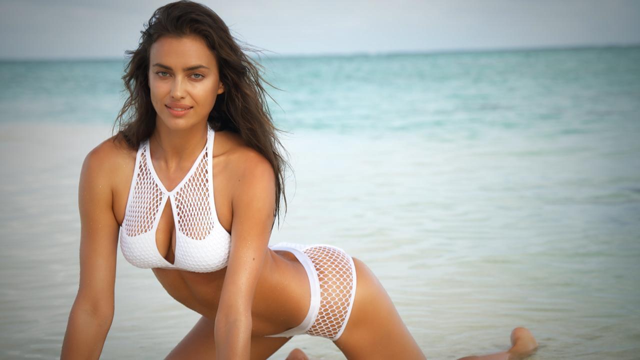 La instantánea donde Irina Shayk posa completamente desnuda con un bolso