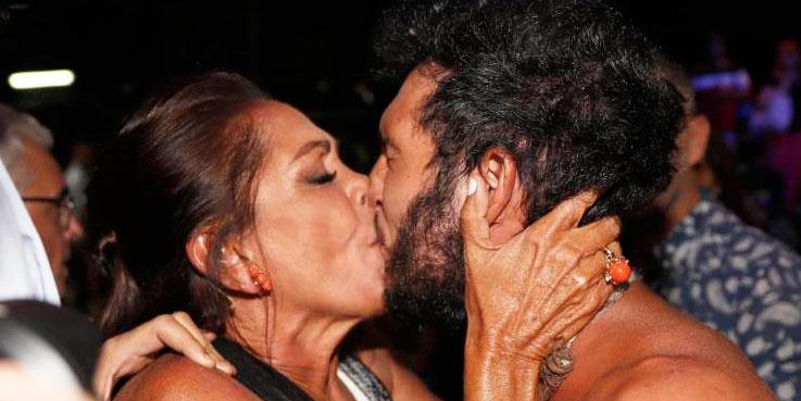 Isabel Pantoja se deshace en 'piquitos' con Omar tras ganar 'Superviventes'