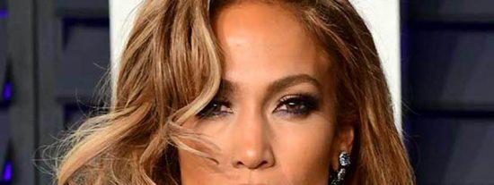 El polémico bikini de Jennifer López: ¿de señora mayor o de gitana?
