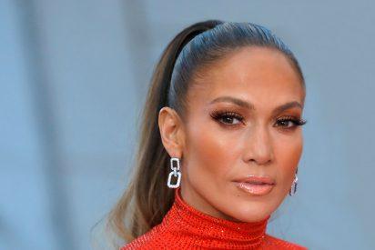 Jennifer Lopez luce unos extraños labios rojo en Instagram