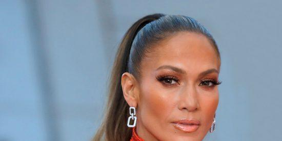 ¿Sexy o vulgar?: La polémica foto de Jennifer Lopez con las piernas abiertas