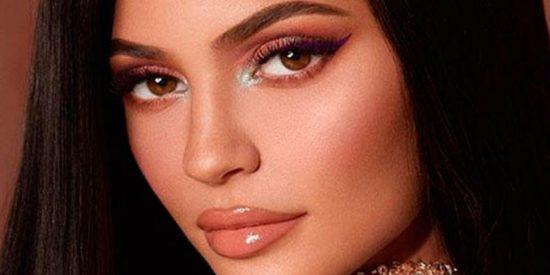 Kylie Jenner se da un baño en la playa más fea del mundo