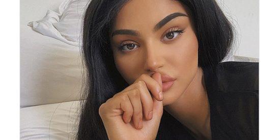Kylie Jenner se pone 'muy cariñosa' con una rubia y maciza 'amiguita'