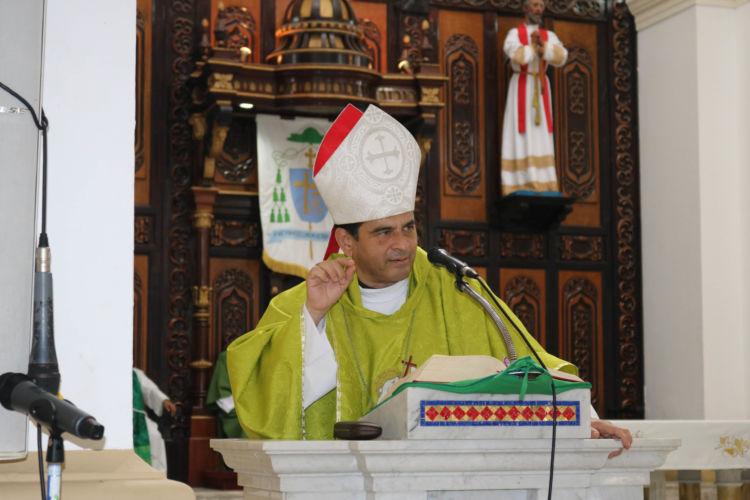 Un obispo nicaragüense denuncia el asedio de un grupo armado en su contra