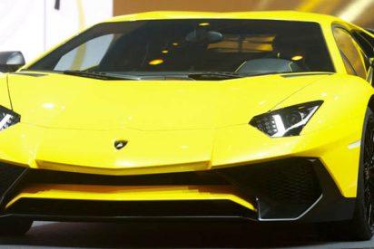 Un físico está imprimiendo en 3D un Lamborghini Aventador de tamaño natural en el garaje de su casa