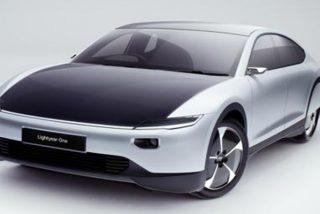 Así es el coche eléctrico «milagroso» que se carga con el Sol