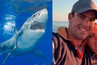 El submarinista escapa de las fauces de un tiburón y muere en los brazos de su hermano
