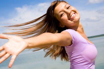 ¿Sabes cuál es la mejor postura de yoga para empezar el día con alegría?