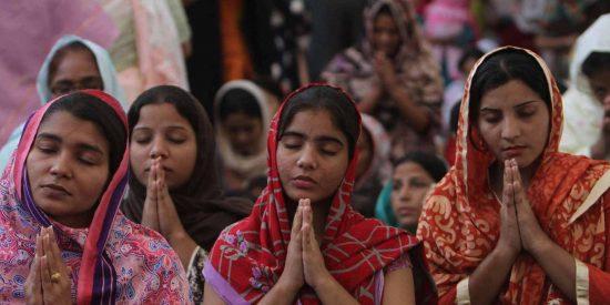 Una niña cristiana paquistaní es raptada, convertida al islam y obligada a casarse