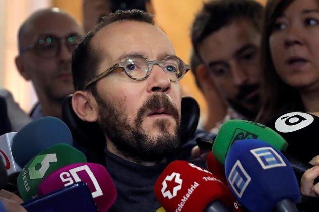 """El podemita Echenique: """"Según el CIS del PSOE, Sánchez sería Rey de España y Papa de Roma"""""""