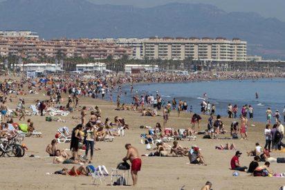 La autoridades sanitarias cierran las playas valencianas de la Malvarrosa y de la Devesa por los altos niveles de 'caca'