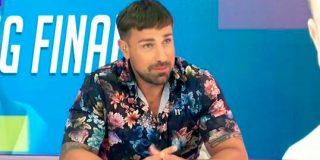 Rafa Mora debuta como presentador de 'Cazamariposas' y ocurre lo que muchos esperaban