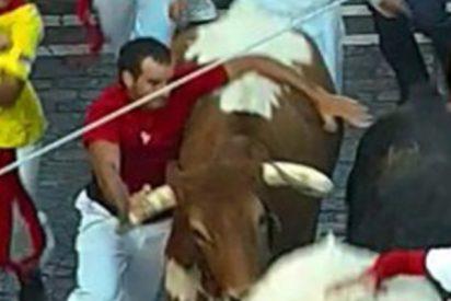 Multan a este corredor 'reincidente' con 4.000 euros en Sanfermines por agarrarse a los toros