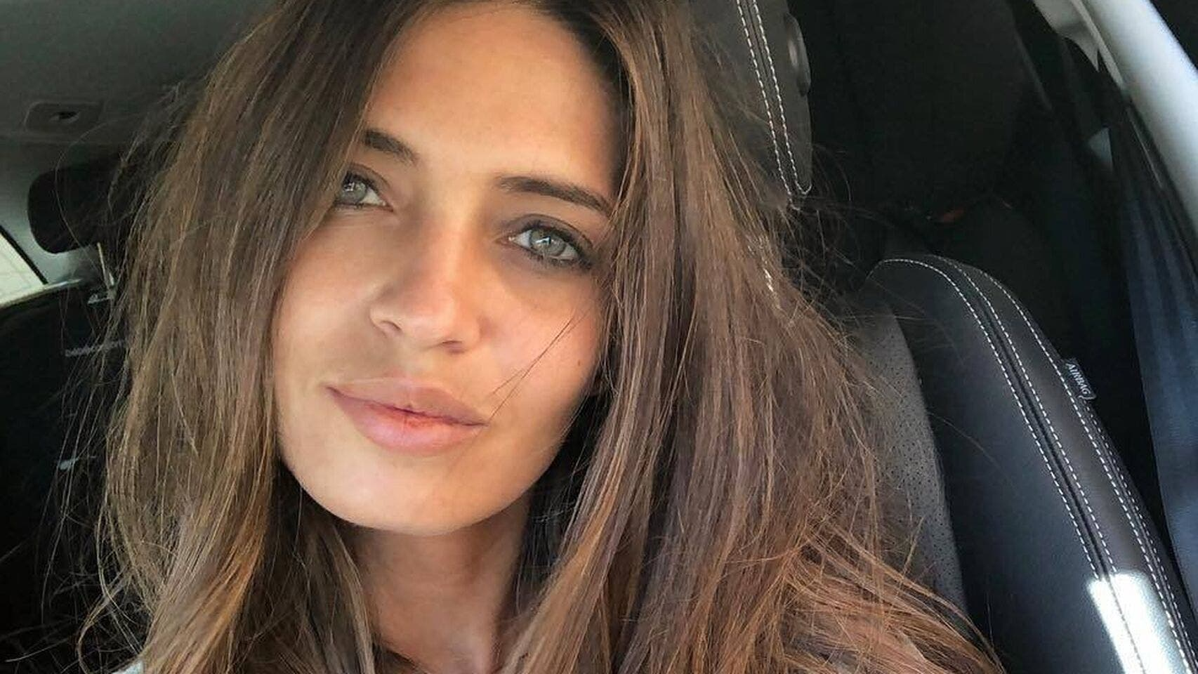 Sara Carbonero posa así en bikini mientras lucha contra su enfermedad con gran valor