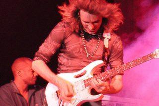 ¿Sabes por qué el virtuoso Steve Vai siempre toca con una Ibanez?
