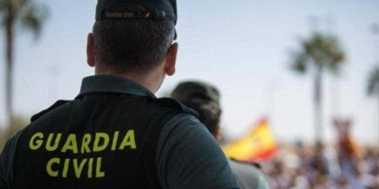 La Guardia Civil detiene a dos cuidadores por robar 200.000 euros a la anciana a la que cuidaban
