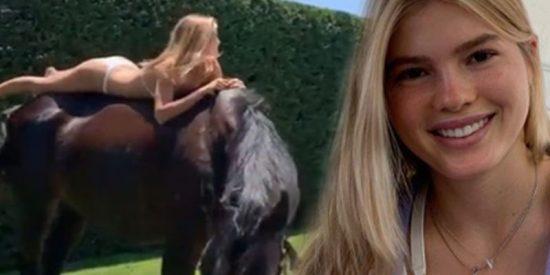 El posado de Victoria Iglesias, la hija de Julio Iglesias, a lomos de un caballo, que nadie comprende