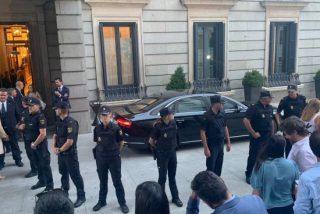 La foto que indigna a toda la Policía Nacional: así usa Pedro Sánchez a su antojo a 50 agentes