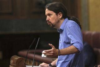 Escándalo en Twitter: insultos entre Pablo Iglesias y 'El País' por un reportaje machista contra Rivera