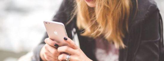 """El error de Apple que permite """"liberar"""" los iPhone pero que los hace más vulnerables"""